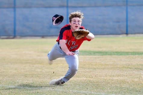Colton Lingman makes a diving catch for an out on the opposing team.